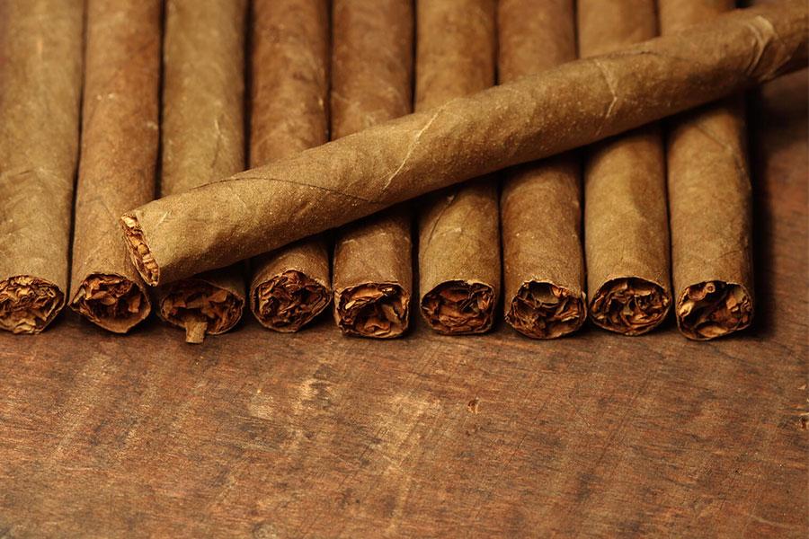 How to Smoke a Cigarillo